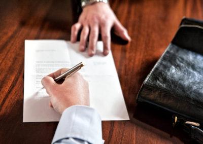 Underskrift-aftale-bindende-direktoer-advokat-tab-gevinst-heldig