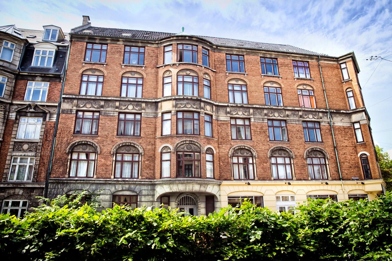 nabo, spetakler, facade, bygning, ejendom, lejligheder, airbnb, vinduspudsning, stilads, rengøring