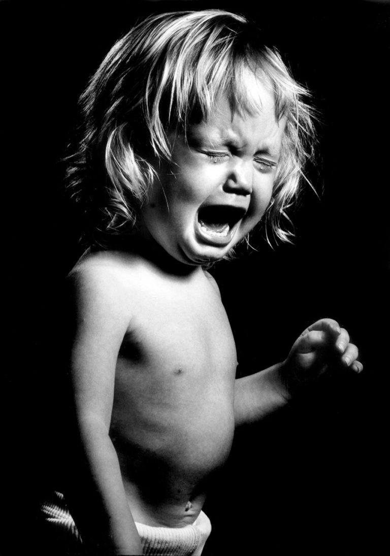 barn, græder, svigt, omsorg, familiepleje, tårer, misbrug, sex, pleje, sult